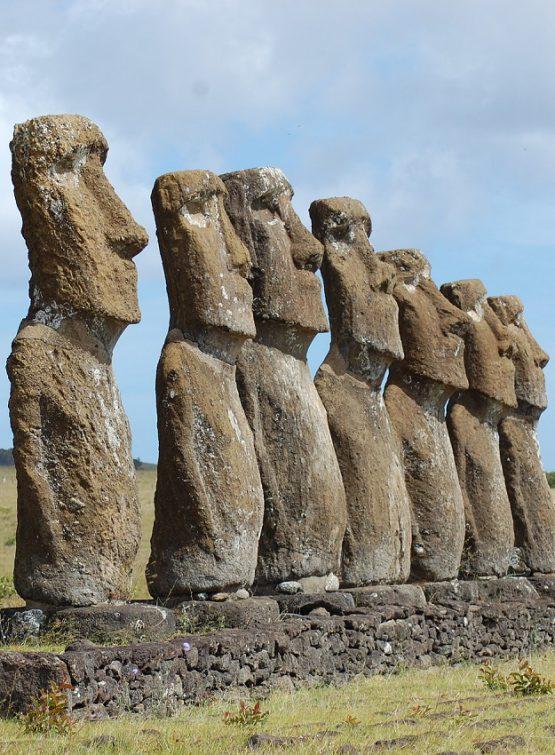 posągi z wyspy wielkanocnej